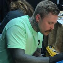 Sneaky-Mitch, Tätowierer bei Gold Room Tattoo, Leeds, UK